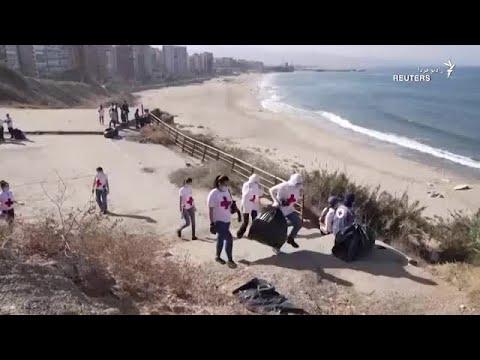تلاش فعالان زیستمحیطی لبنان برای پاکسازی سواحل این کشور